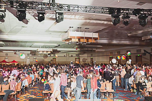 2000 students gather before a main meeting.
